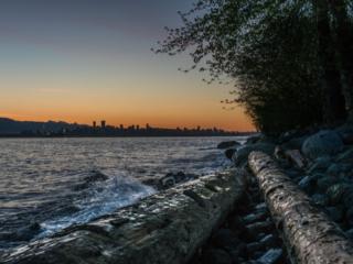 Sonnenuntergang am Ufer in Downtown Vancouver in Kanada