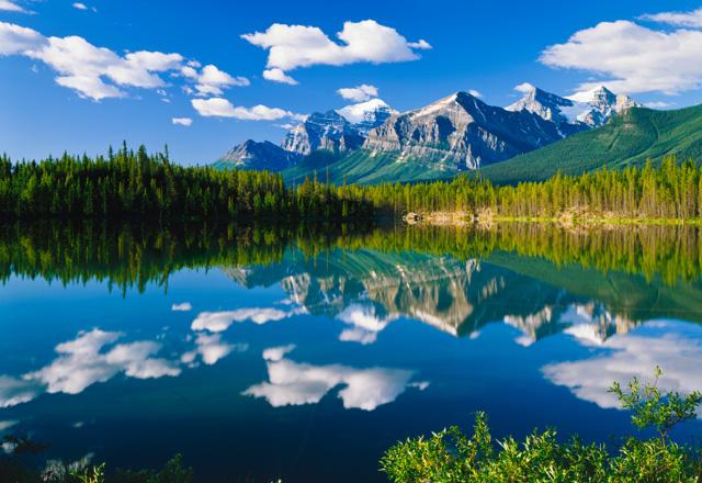 Wasndern zu einem Bergsee in Alberta in Canada