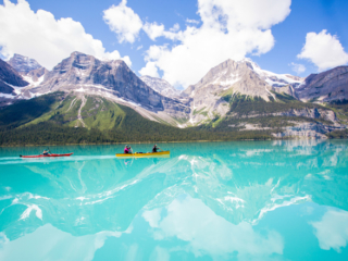 Kanu fahren dem Maligne Lake See in Westkanada