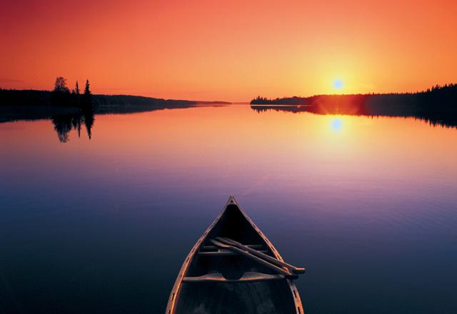 Kanu fahren auf einem See in Ontario in Ostkanada