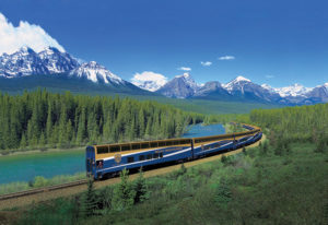 Rocky Mountaineer in den kanadischen Rocky Mountains