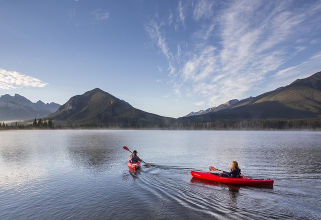 Kanu auf dem lake Moraine in Kanada